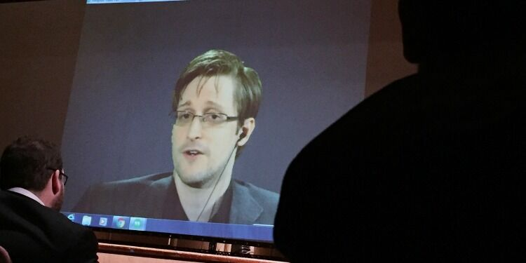The Depravity of Snowden Boosters via @commentarymagazine