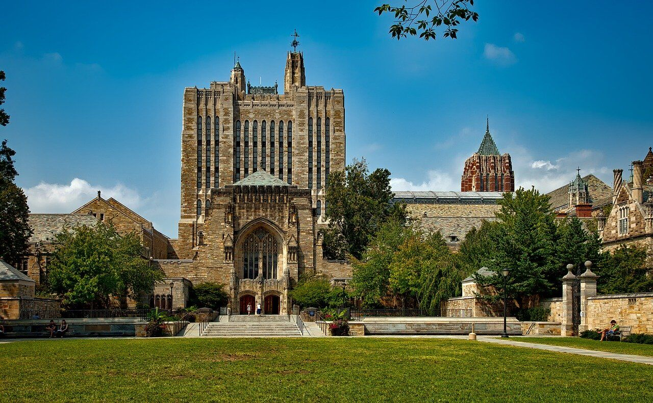 Yale's Art Department Commits Suicide